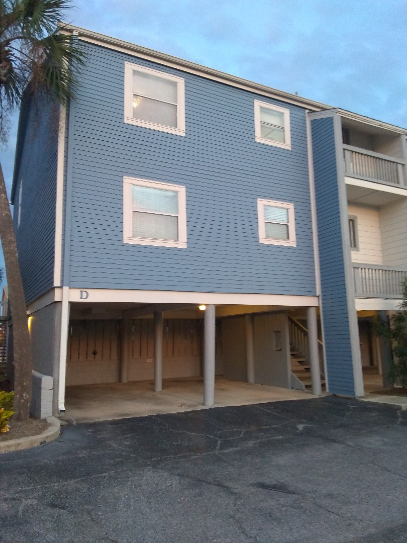 Pensacola Beach, FL - Clean a two-bedroom one and a half bath condo
