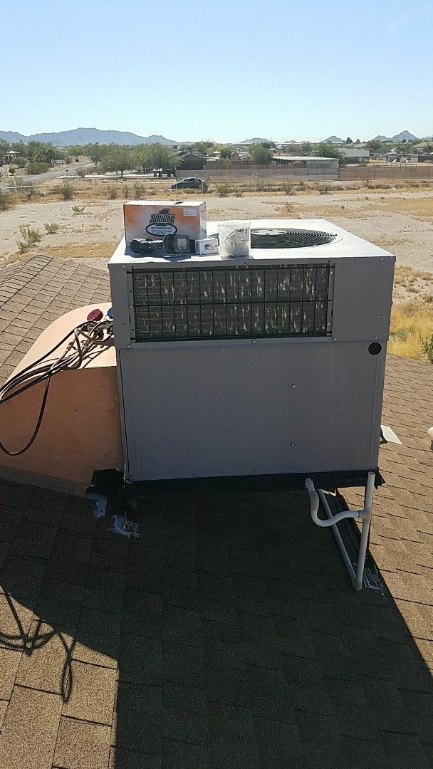 Buckeye, AZ - Diagnose and replace failed outdoor (condenser) fan motor on Carrier rooftop packaged heat pump system.