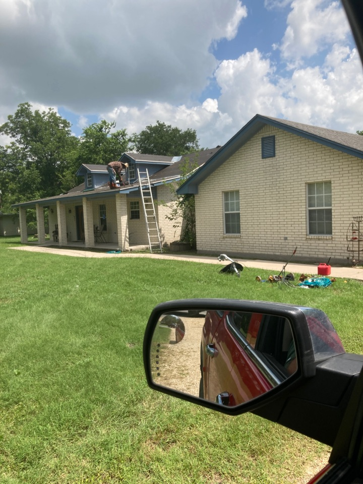 Bartlett, TX - Roof replacement hail damage