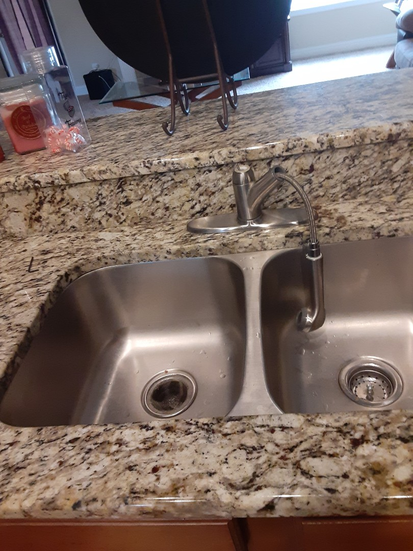 Mobile, AL - Faucet broken kitchen