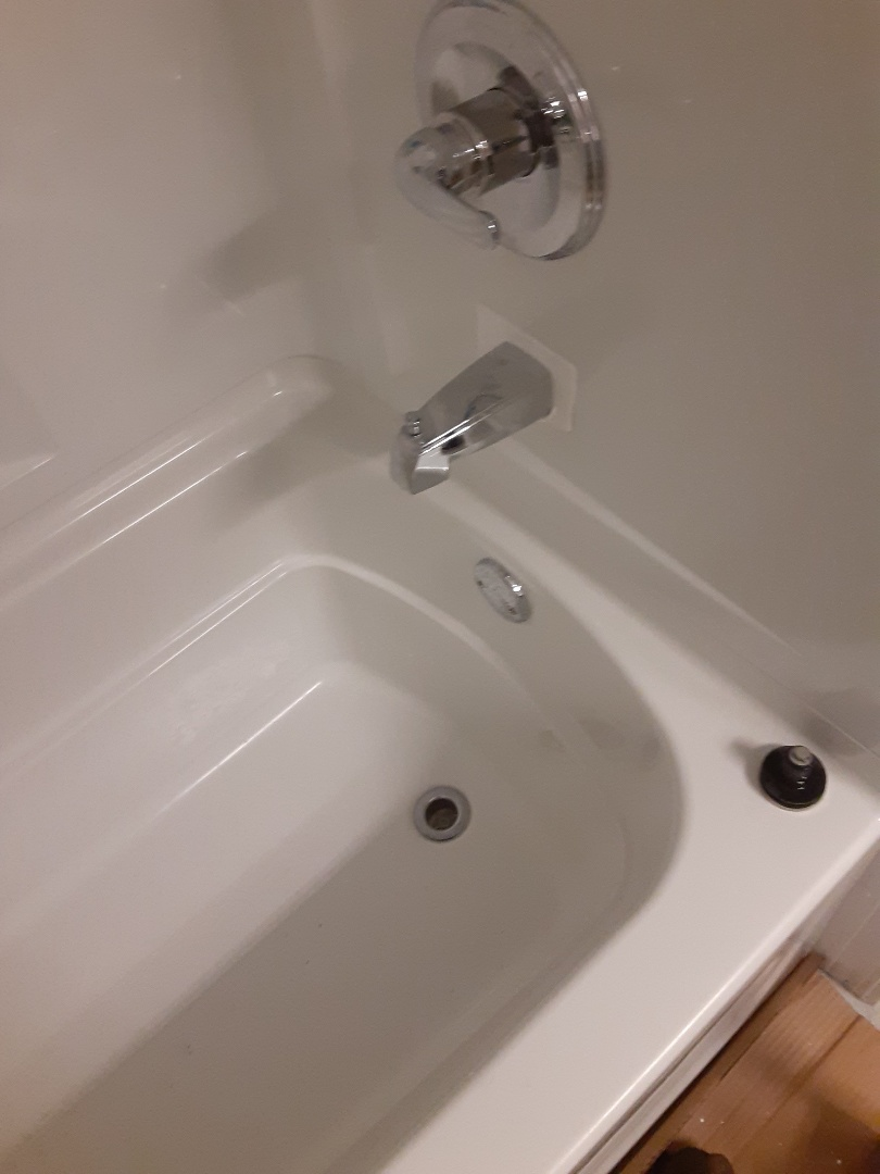 Mobile, AL - Plumbing services for tub stoppage