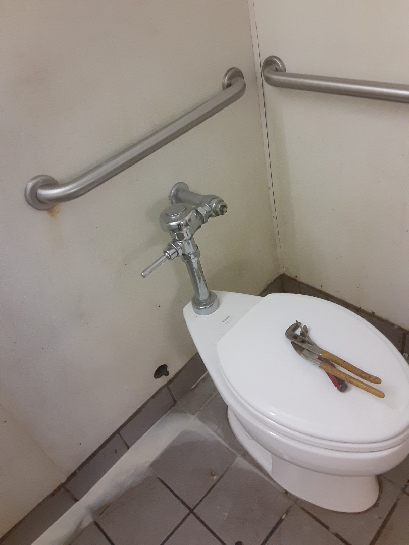 Mobile, AL - Plumbing services on toilet Leaks in Mobile Ala