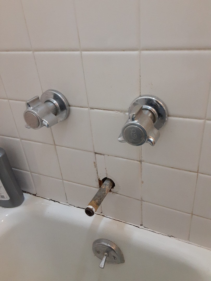 Mobile, AL - Plumbing service on tub Faucet installation in Mobile Ala