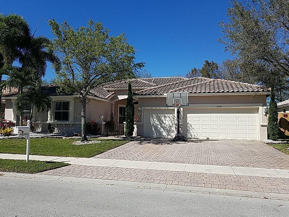 Pembroke Pines, FL - Tile roof repair and cleaning estimate in Pembroke Pines Florida