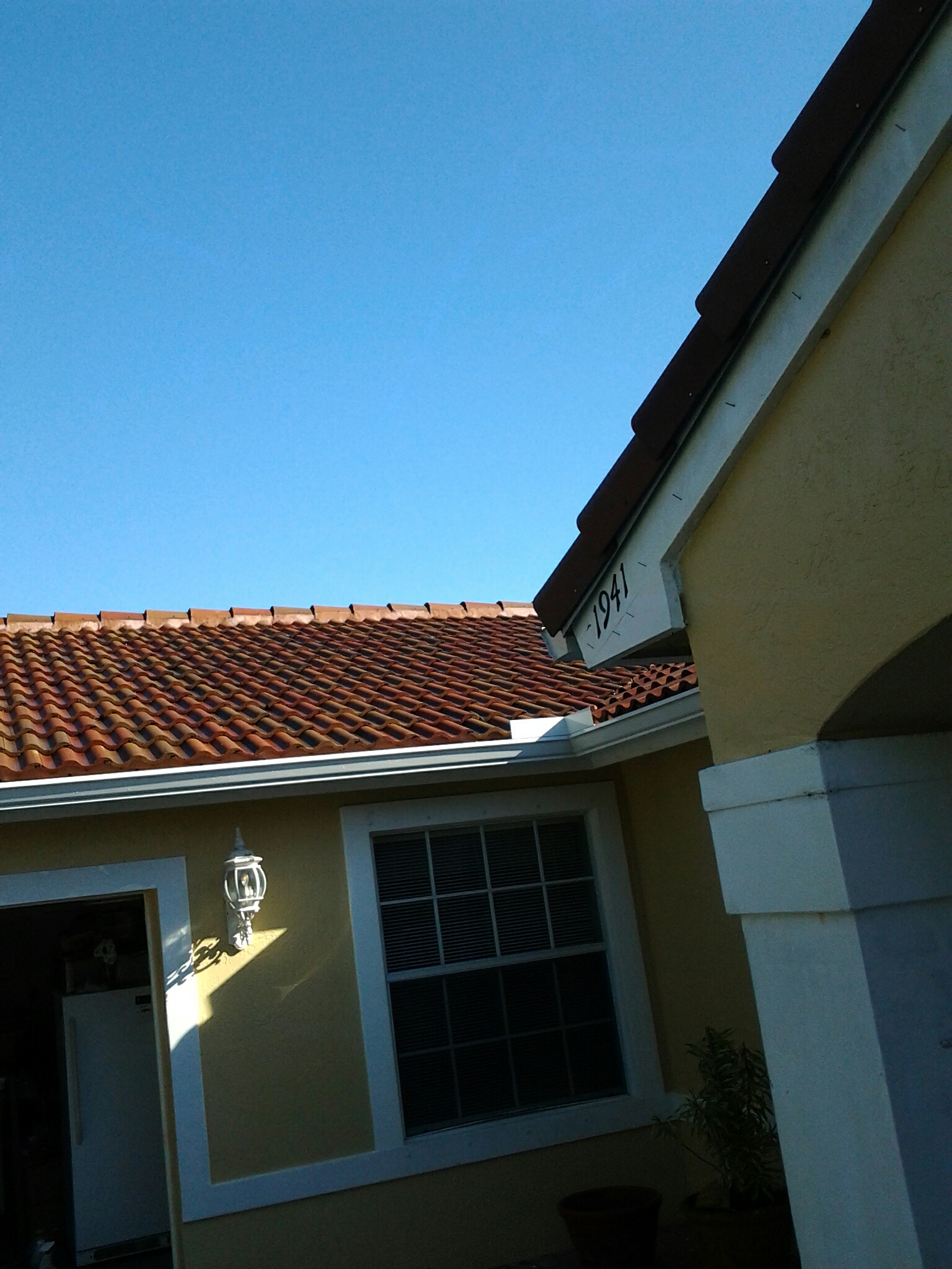 Miramar, FL - Clean edges and roof acide roof