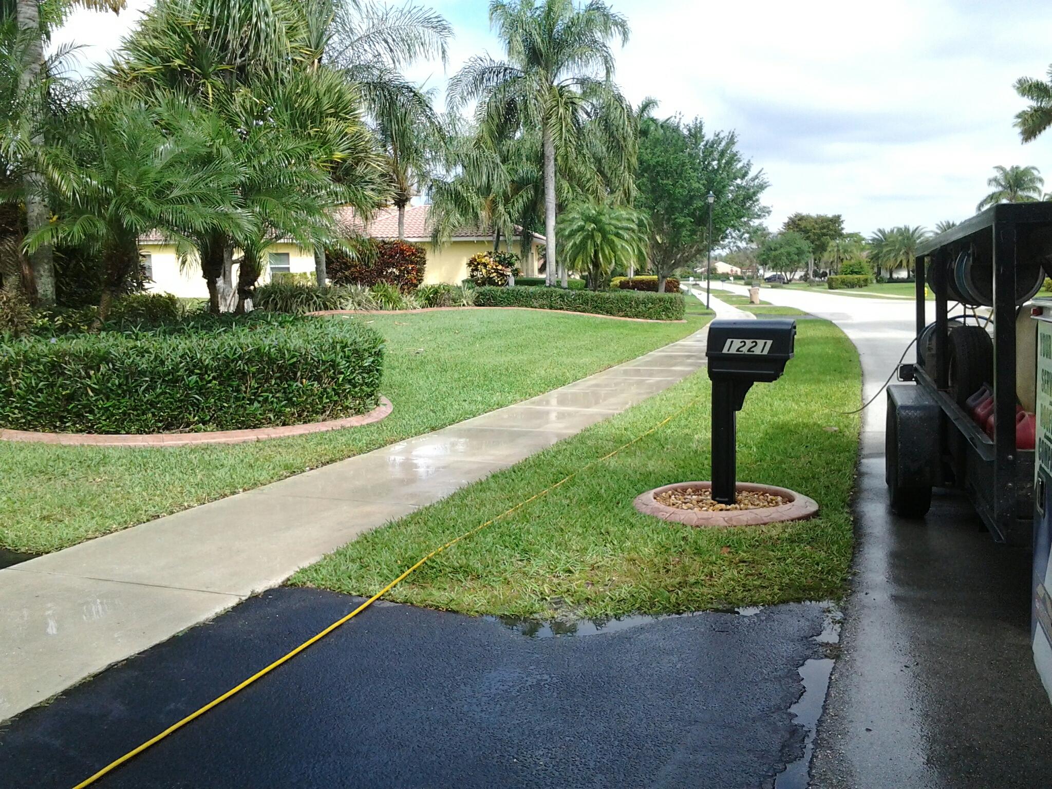 Weston, FL - Clean side walk