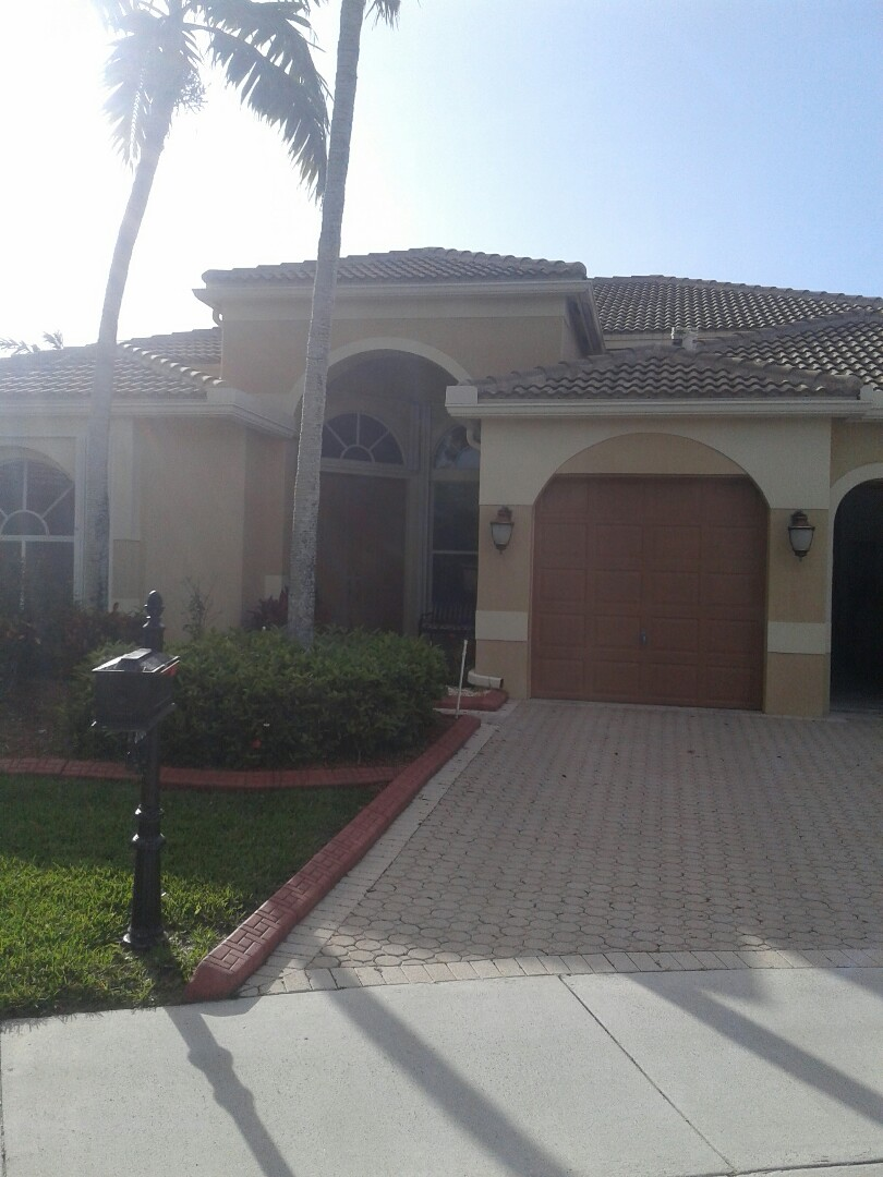 Weston, FL - Roof tile repair in the city of Weston Florida this repair is being done by Earl W Johnston roofing company Tony is your supervisor in charge