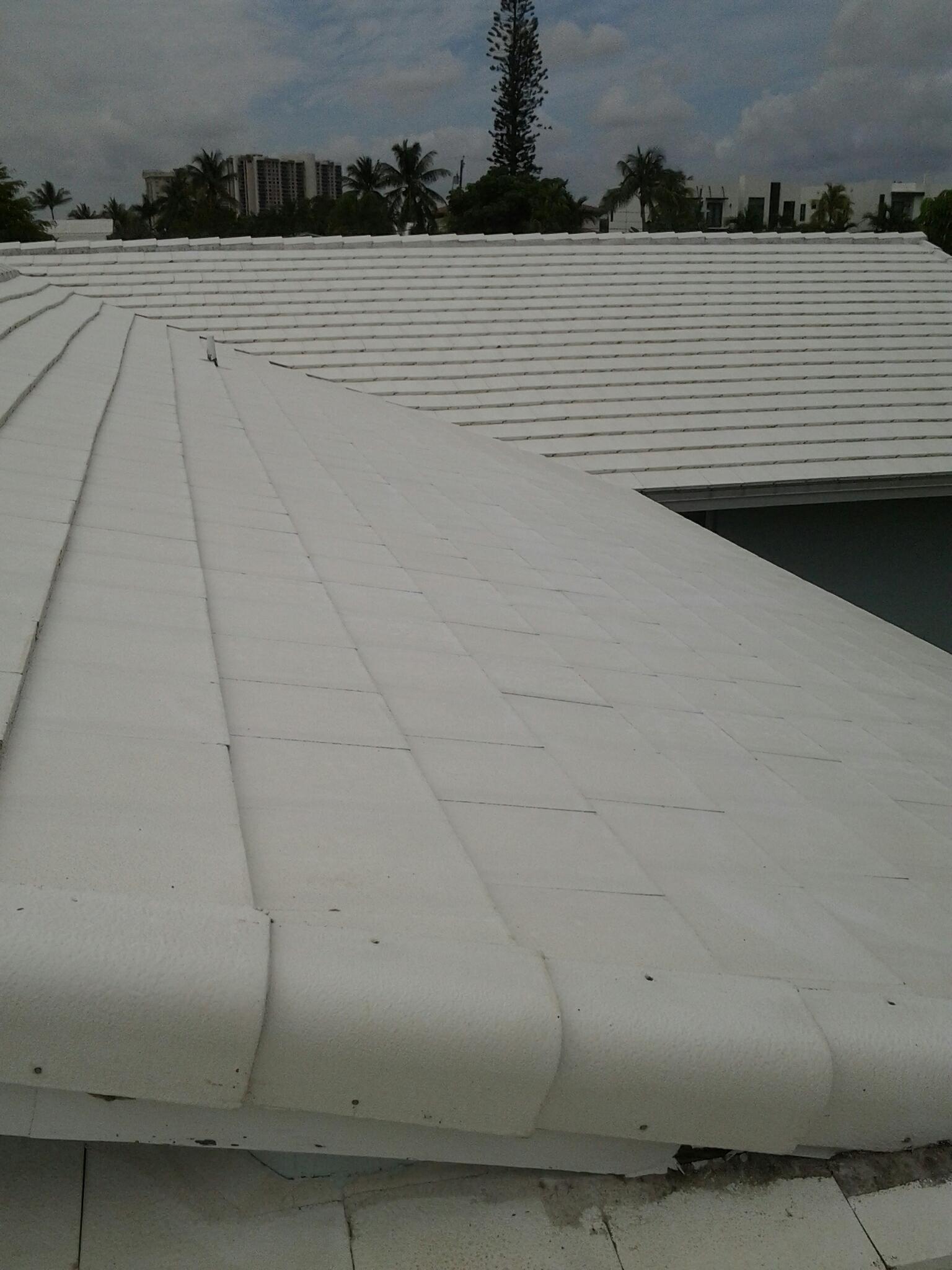 North Miami, FL - Pressure clean roof