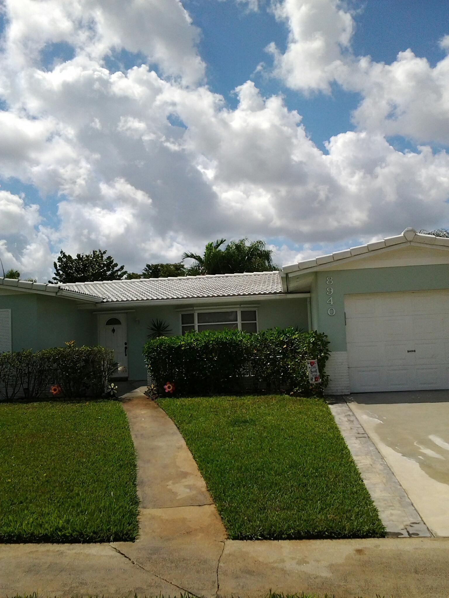 Pembroke Pines, FL - Pressure clean roof
