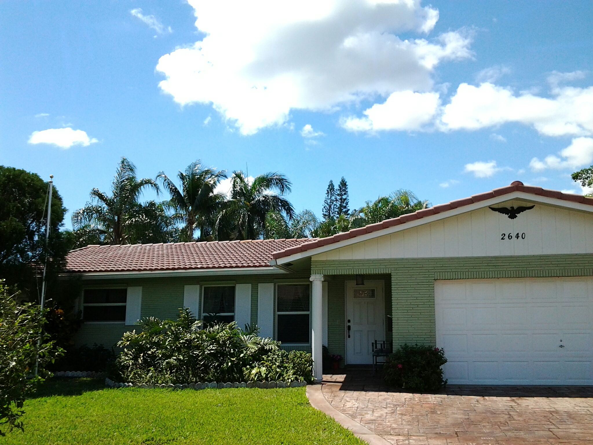 Pembroke Pines, FL - Pressure clean and roofacide roof