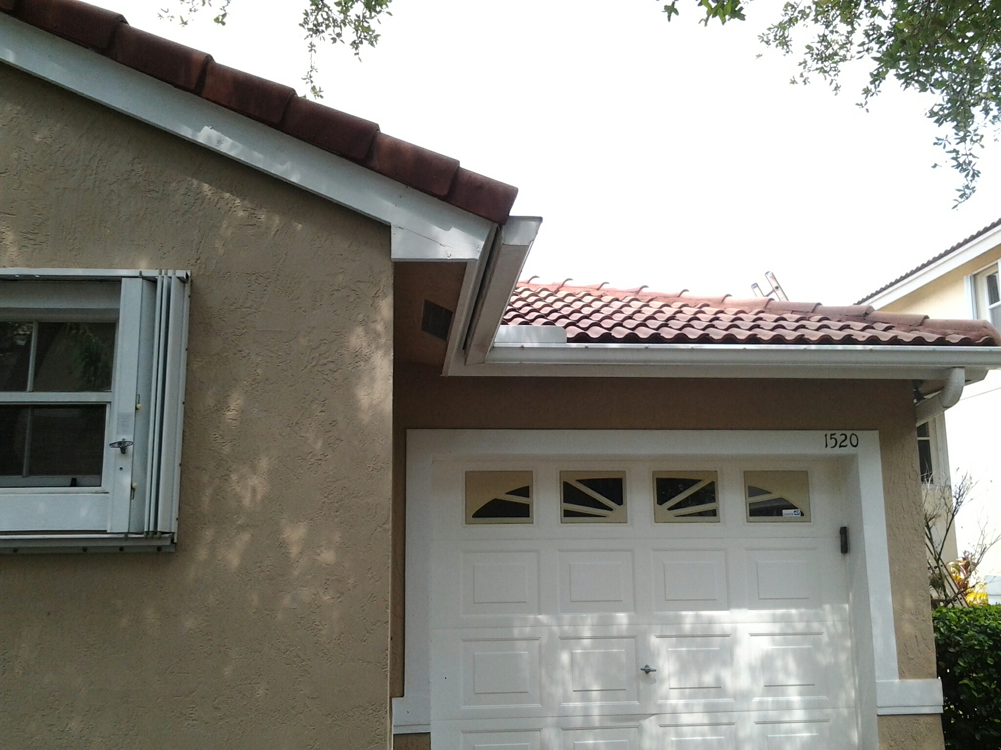 Hollywood, FL - Pressure clean and roof aide  roof