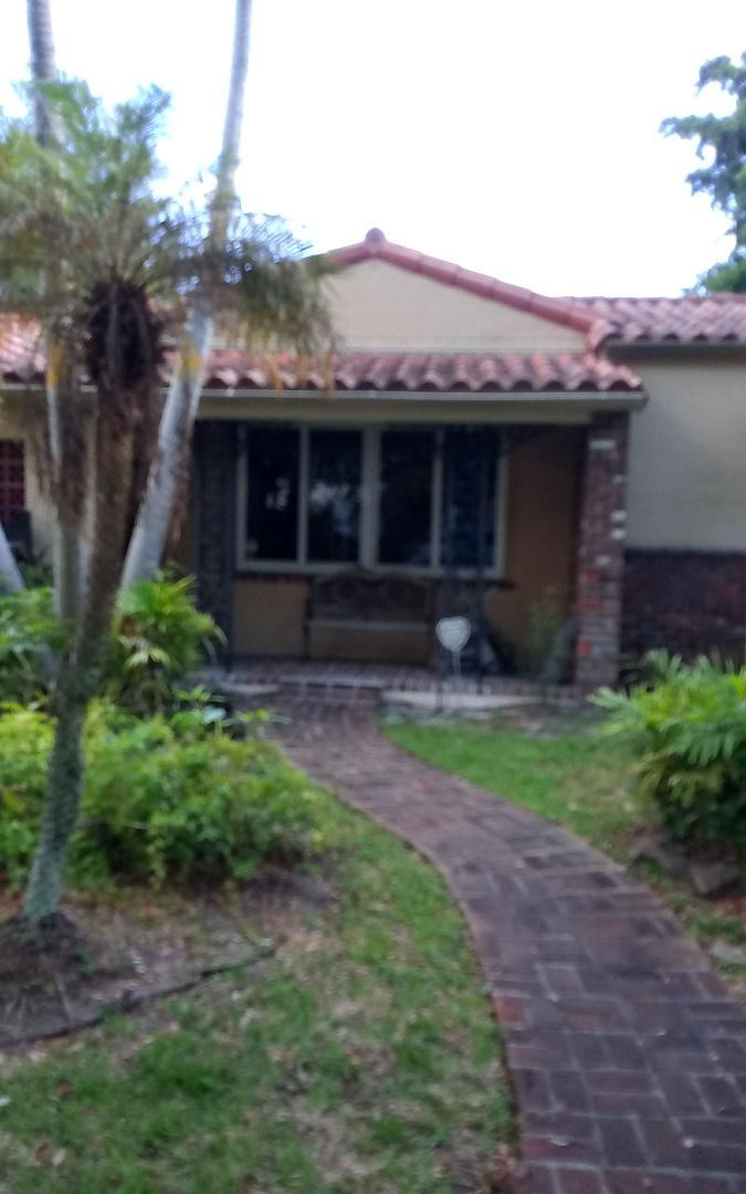 Miami Shores, FL - Fisx roof. Oliver ,duane, israel Earl w&Alexis