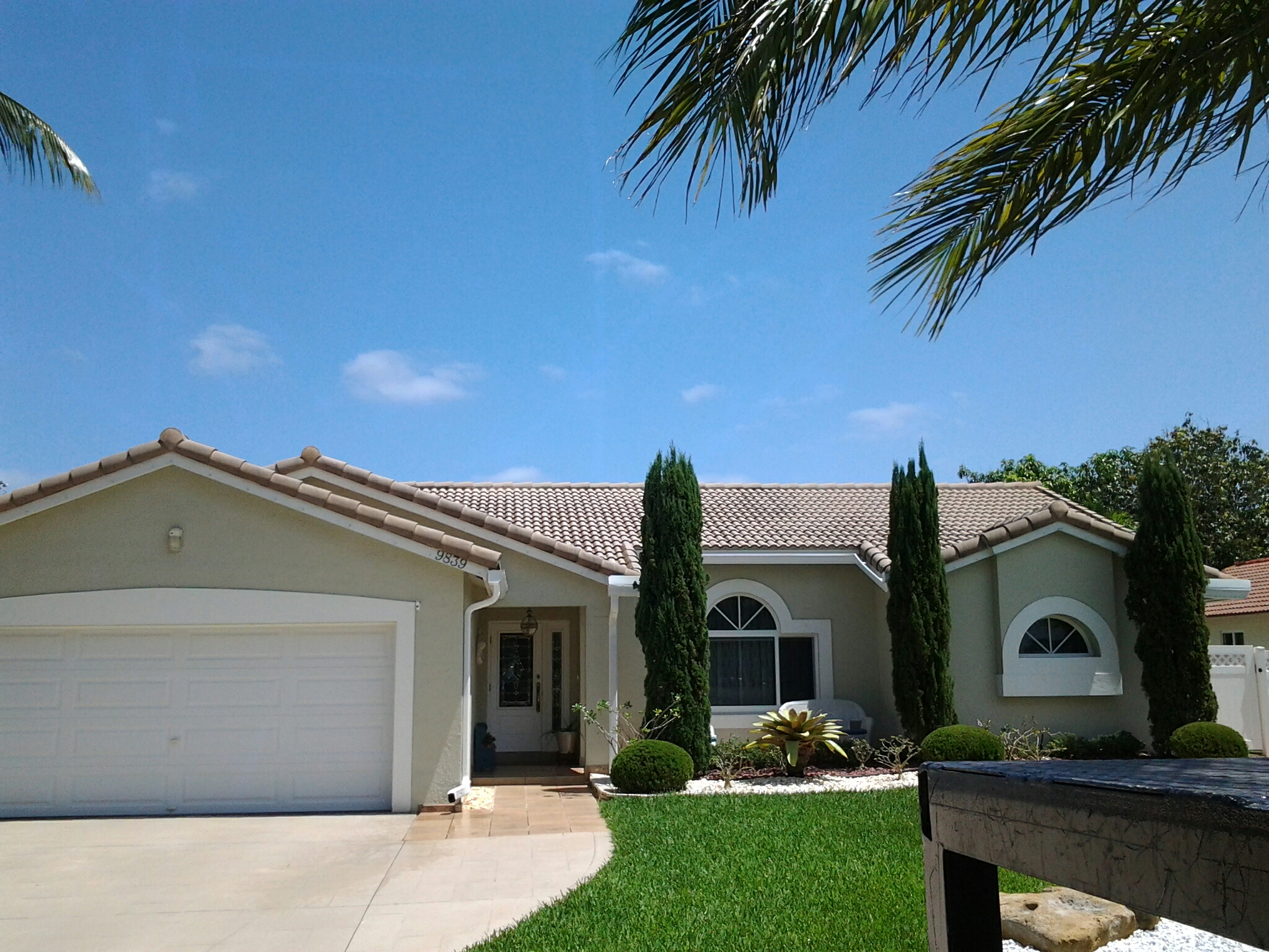 Surfside, FL - Clean edges and roofacide roof