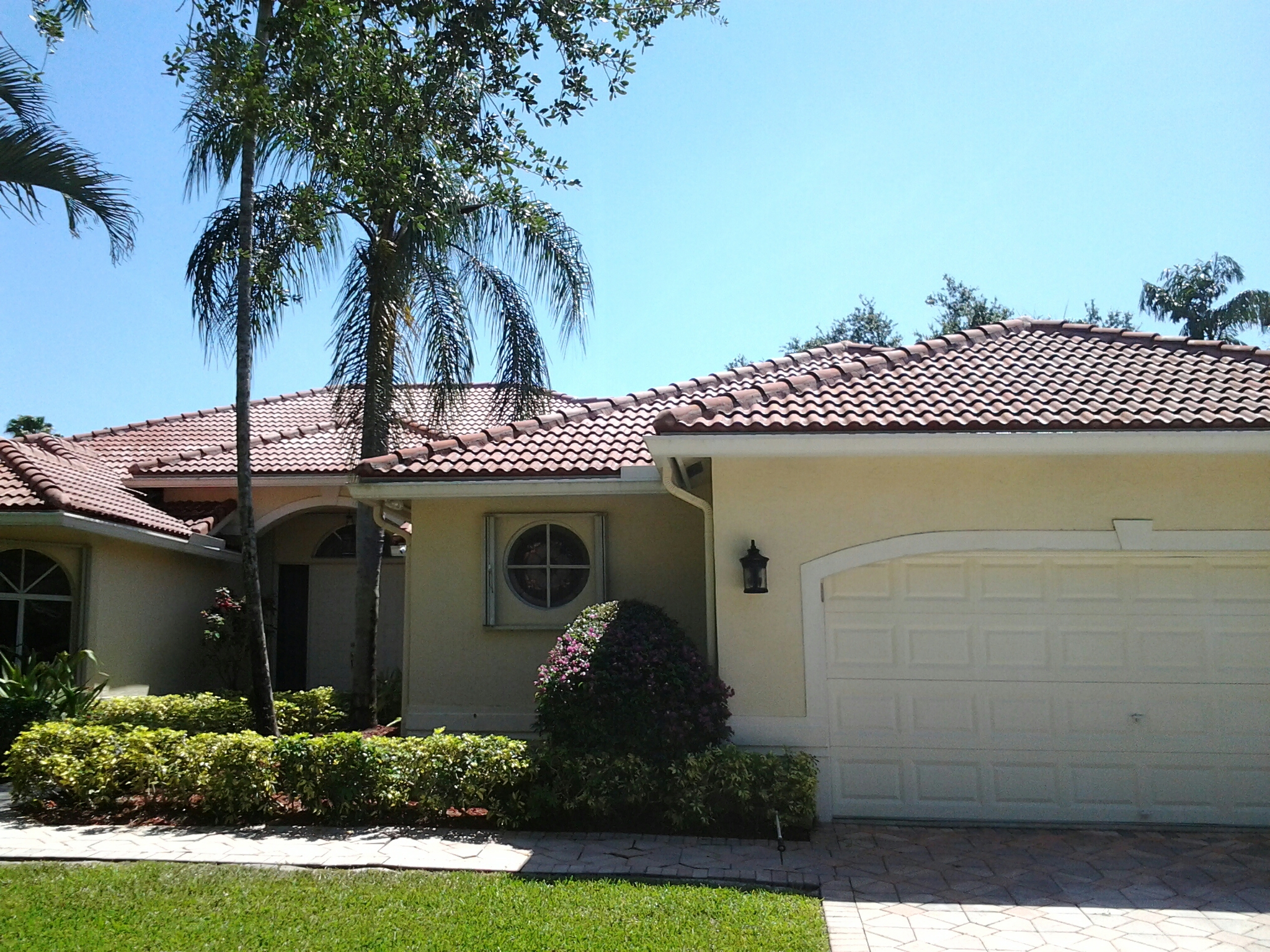 Surfside, FL - Clean edges and roofacides roof