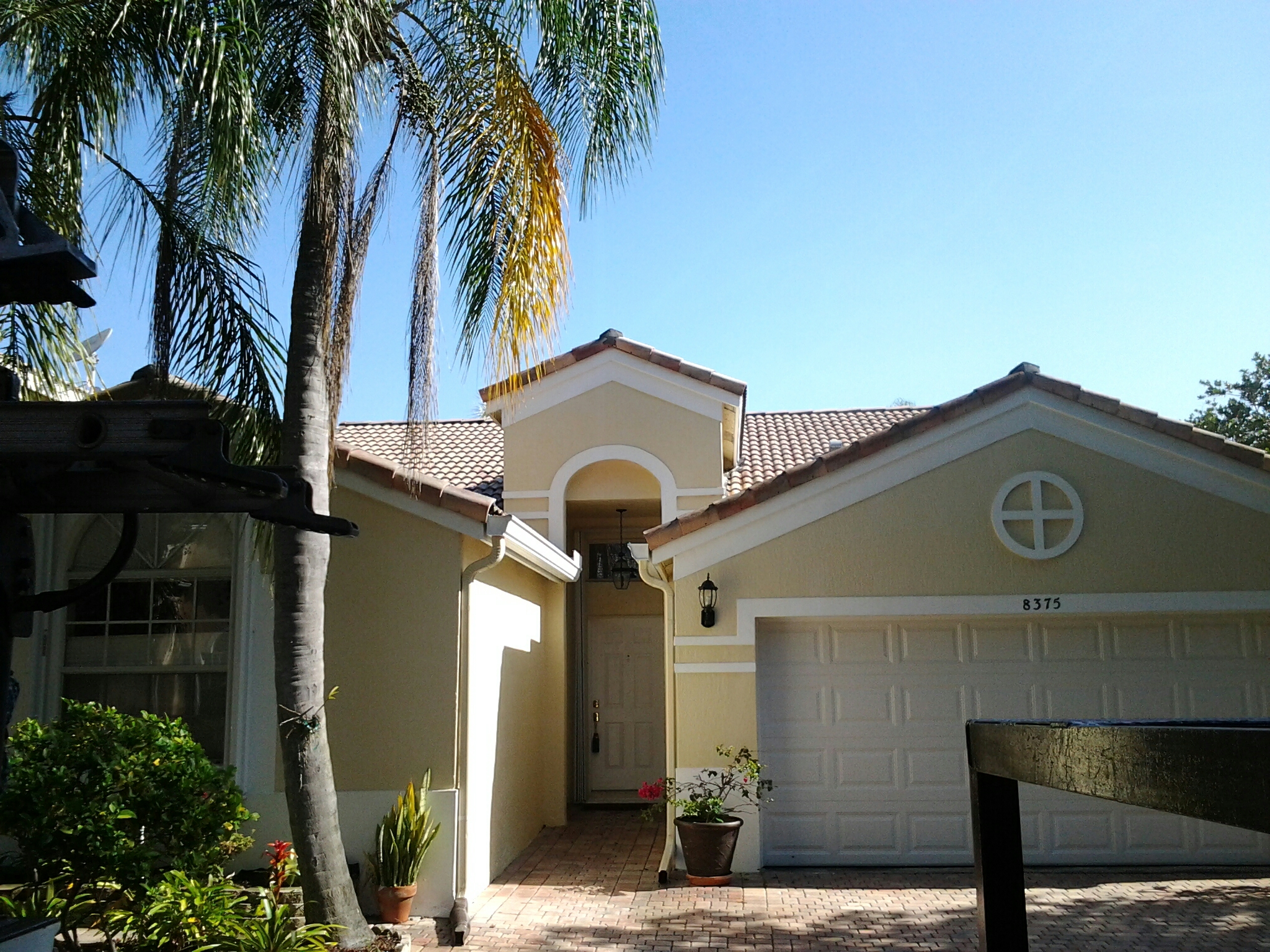 Coral Springs, FL - Clean edges and Roofacides roof