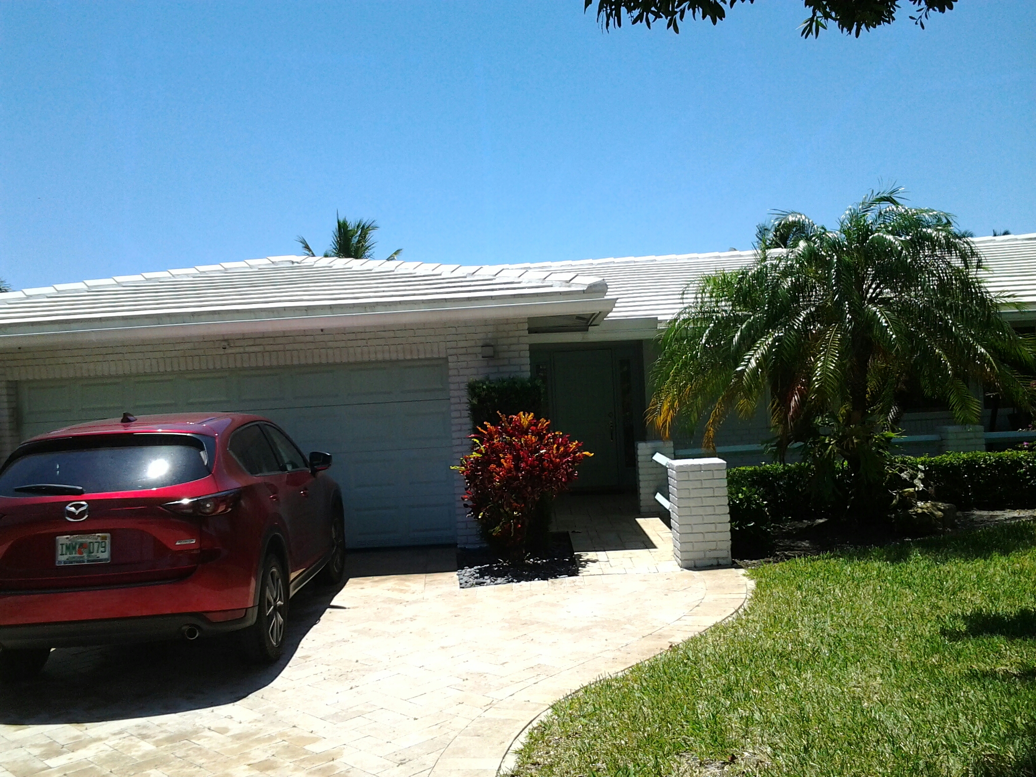 Pompano Beach, FL - Pressure clean roof patio pool deck and driveway
