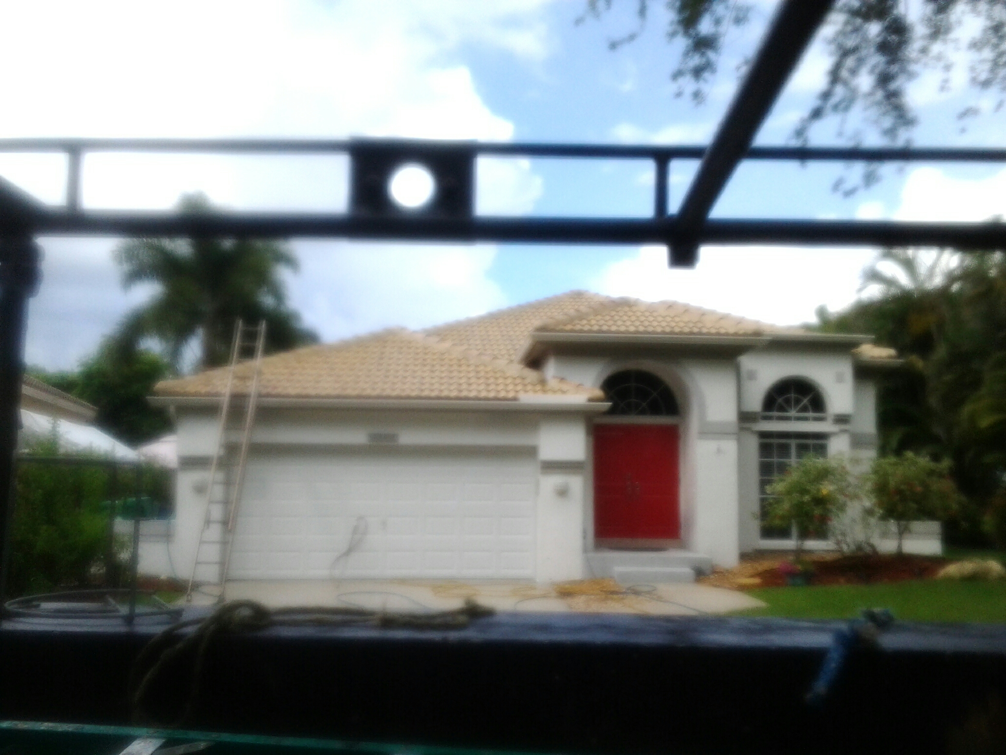 Weston, FL - Clean edges and roofacide roof