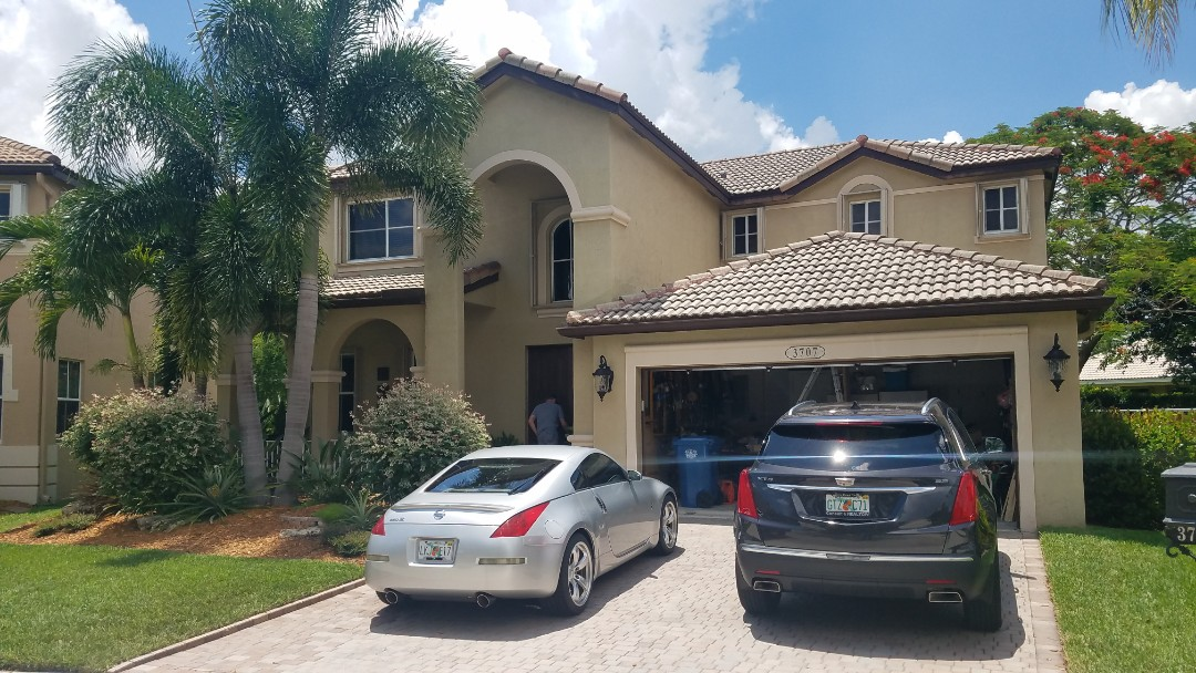 Weston, FL - Tile roof leak repair estimate in Weston,FL