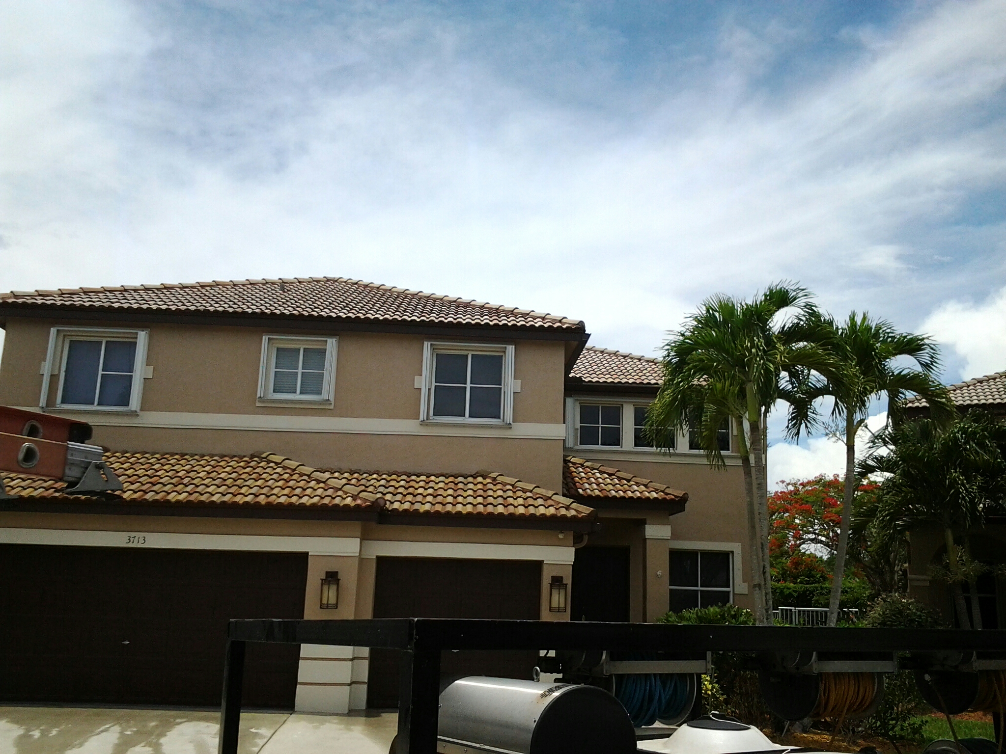 Weston, FL - Clean edges and roofacide