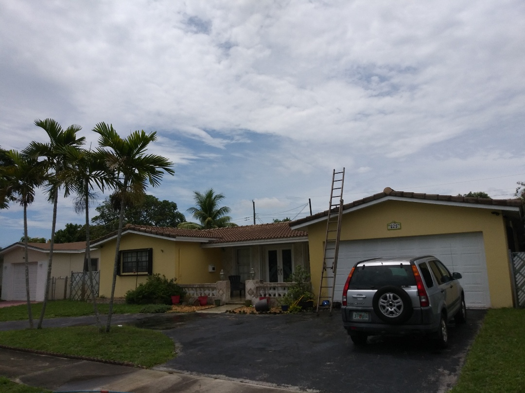 Oakland Park, FL - Clean edges and RC roof