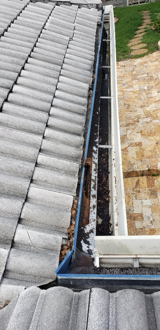 Plantation, FL - Tile roof leak repair and roof cleaning estimate in Plantation, FL by Mike Wilde of Earl Johnston Roofing
