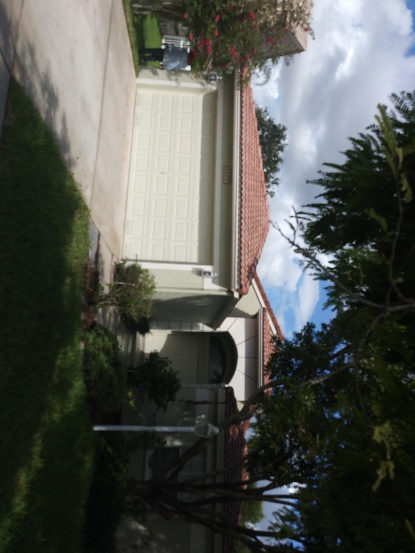 Pembroke Pines, FL - Pressure clean roof service guys Darron and Gary