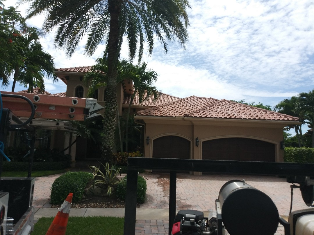 Plantation, FL - Pressure clean and Roofacide roof service guys Darron and Gary