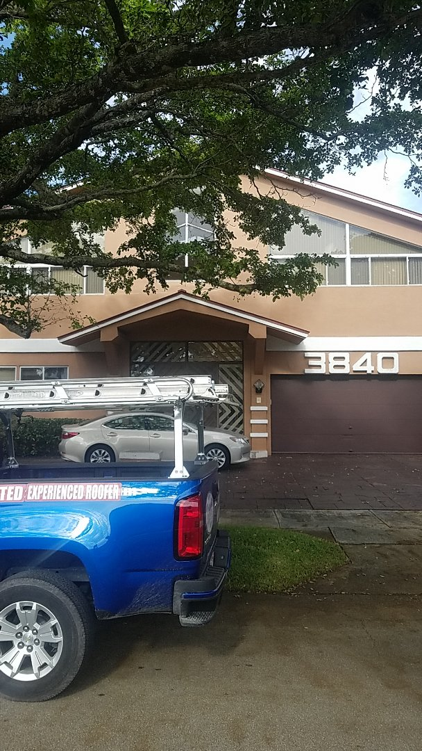 Hollywood, FL - Flat roof leak repair estimate by Earl Johnston Roofing Company