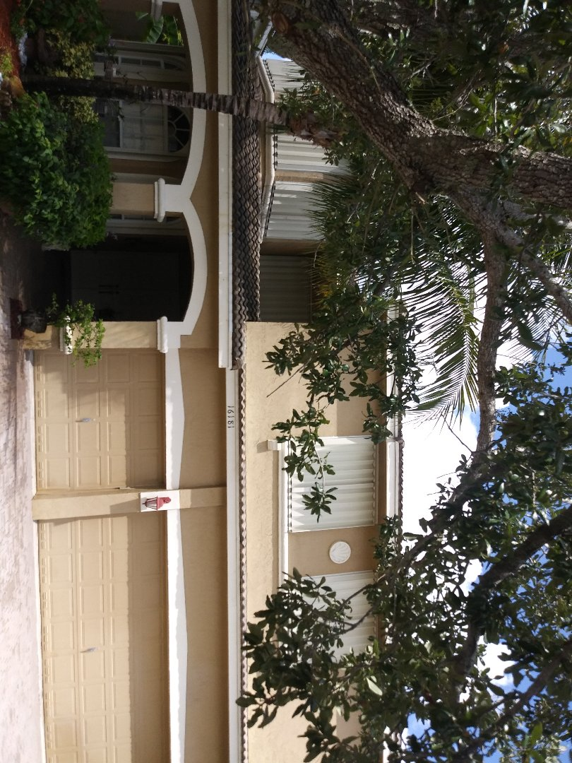 Pembroke Pines, FL - Spot clean and Roofacide service guys Darron and Gary