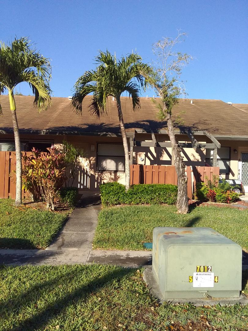 Sunrise, FL - Fascia wood repair in the City of Sunrise Florida this repair is being done by Earl W Johnston roofing company Tony and Darren are you repair technician