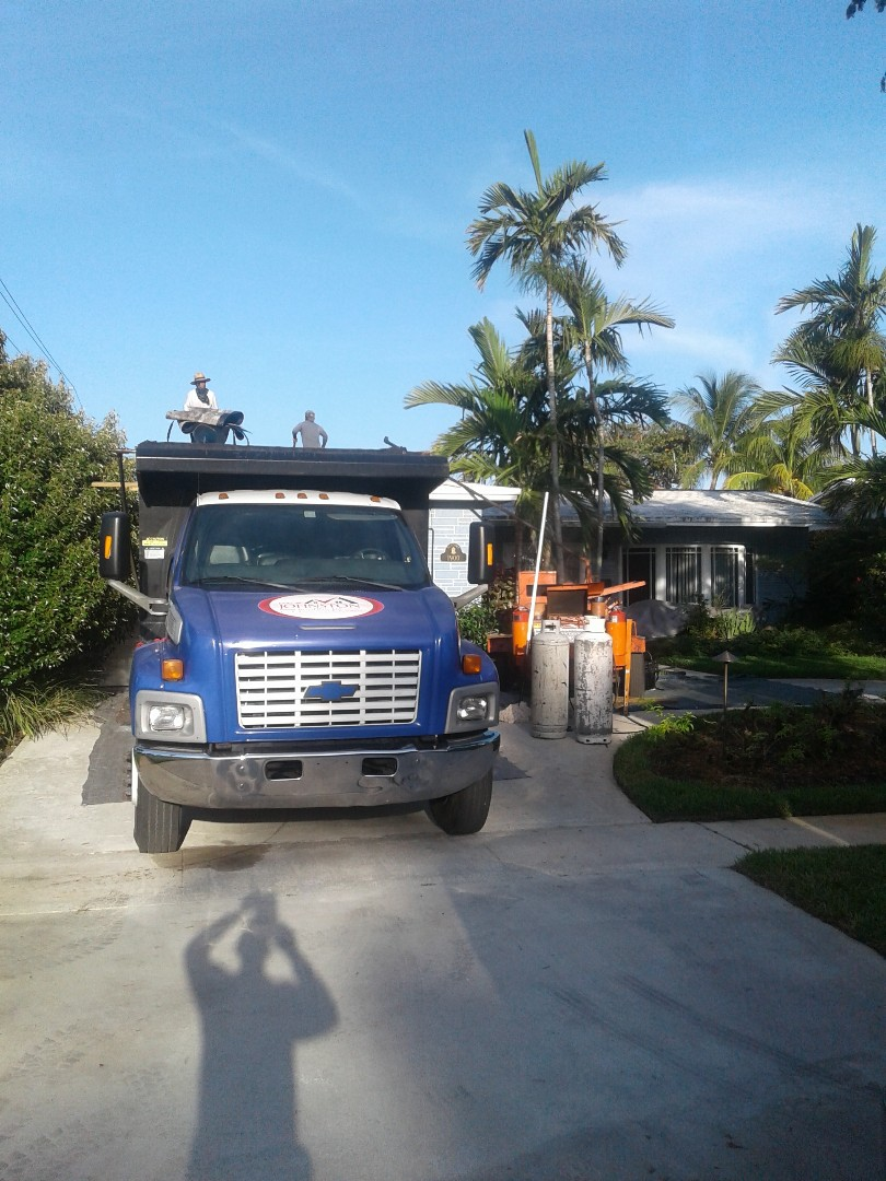 Hollywood, FL - Starting a 22sq shingle reroof in Hollywood, by Earl w Johnston roofing.