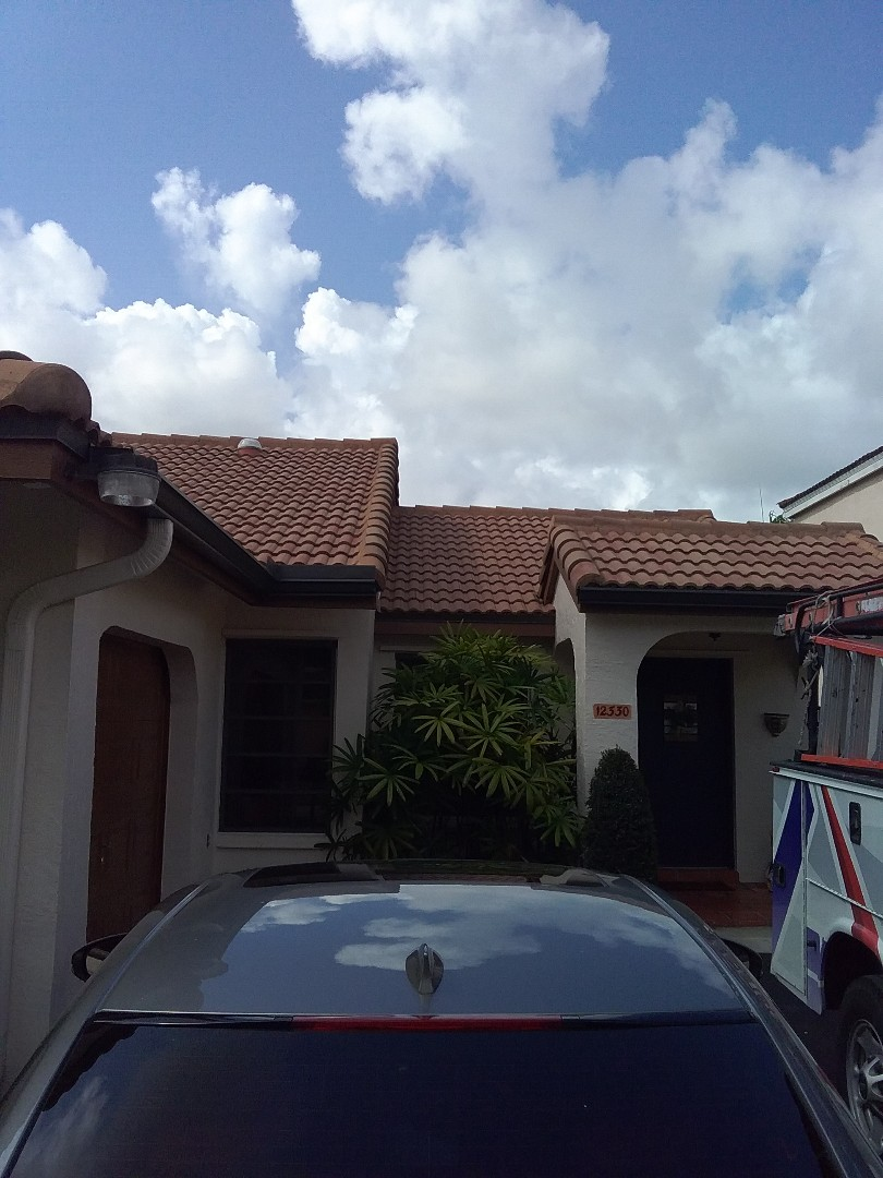 Miami, FL - Repair tile roof by Oliver and Alexis from Earl W Johnston