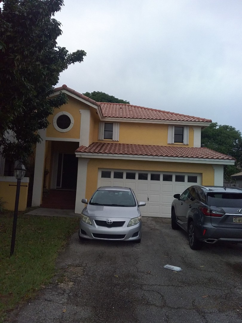 Davie, FL - Repair tiles roof by Alexis and  Oliver from early w Johnson roofing