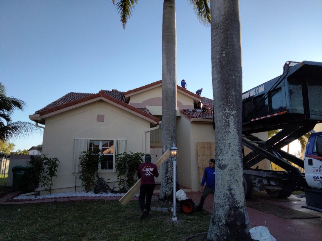 Miami Gardens, FL - Reroof tile Miami Gardens
