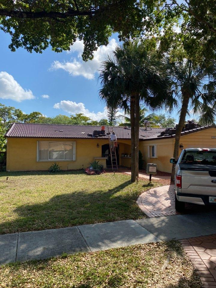 Hialeah, FL - Eagle Malibu tile install in Miami Lakes