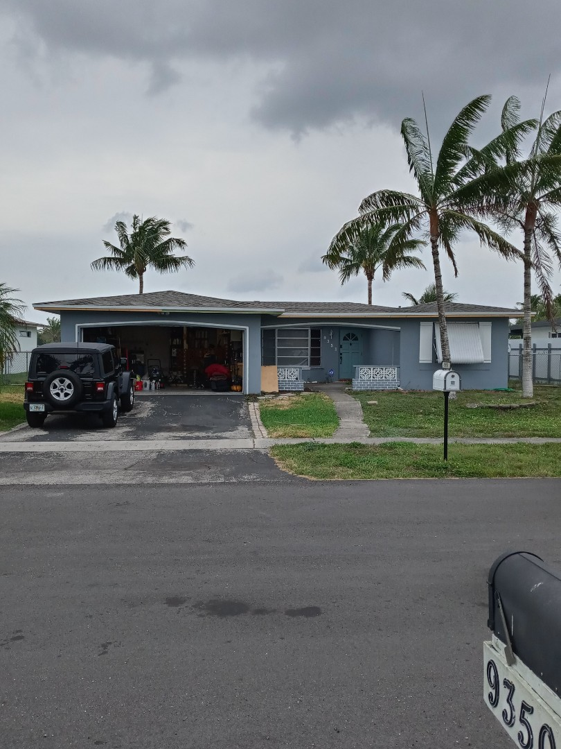 Pembroke Pines, FL - Finished gaf timberline shingle weatherwood and flat roof by earl w Johnston roofing llc