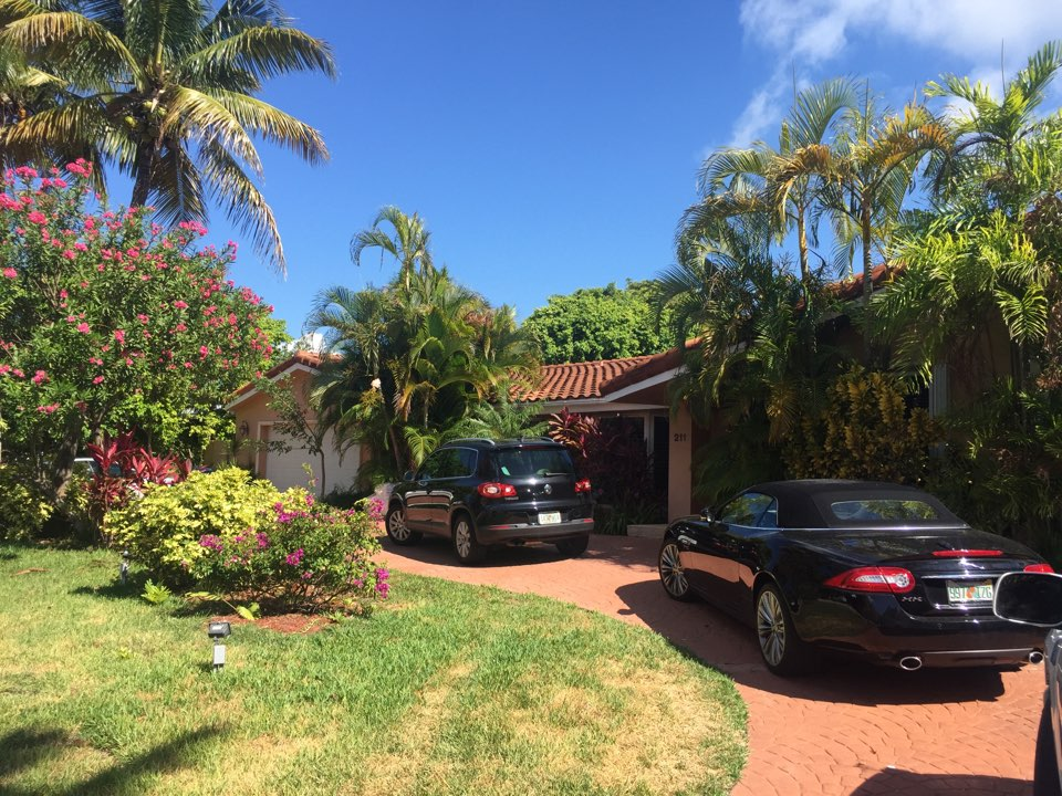Key Biscayne, FL - Several issues at a tie in on older roof.  New roof is in order here.