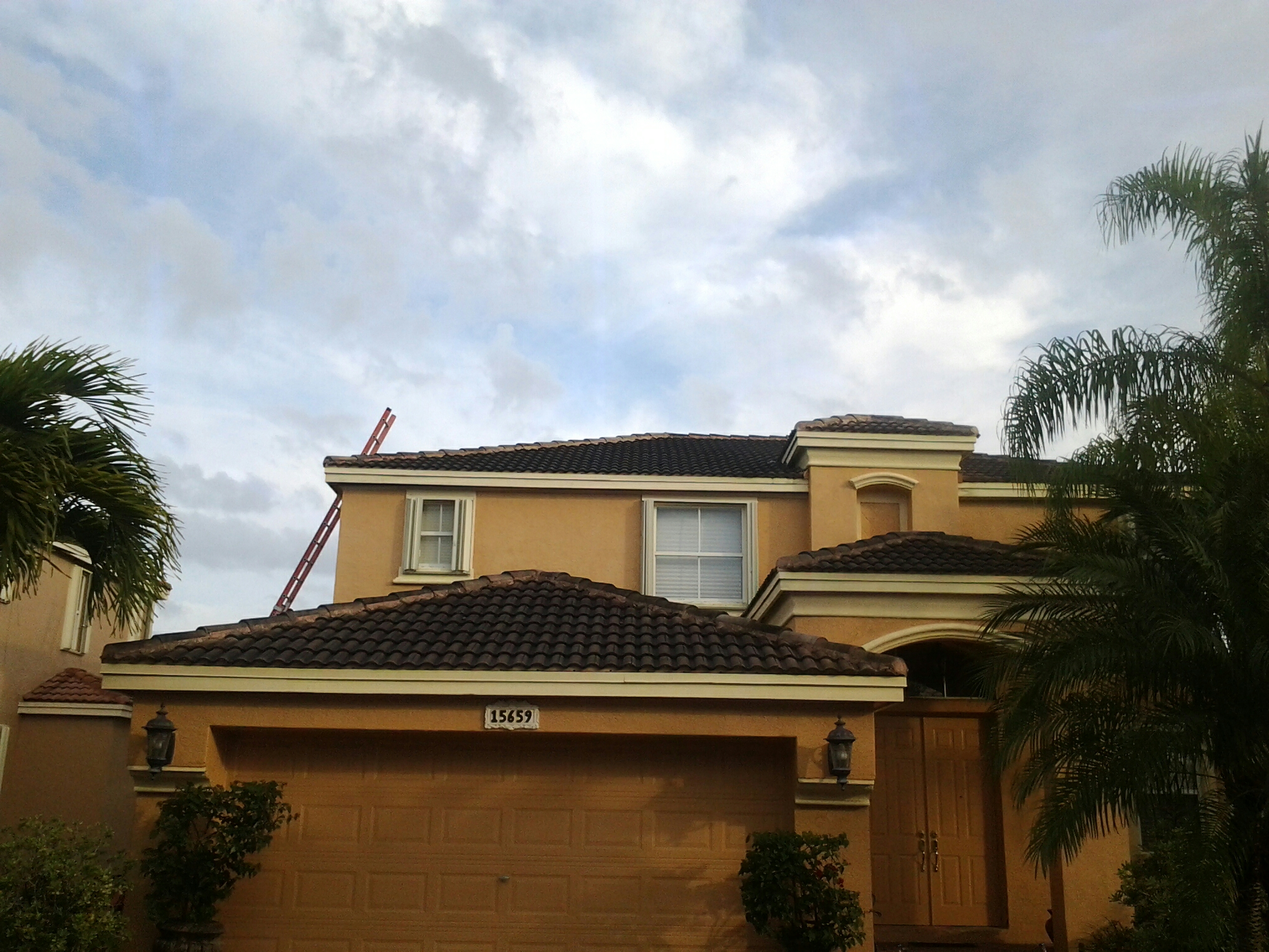 Biscayne Park, FL - Pressure clean and roof a cide in Miramar