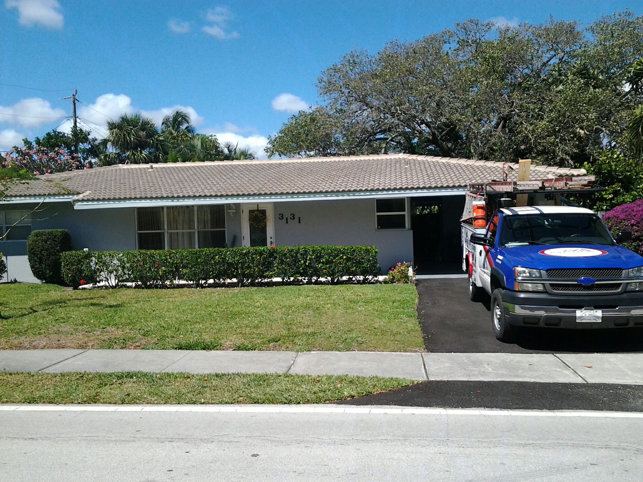 Lighthouse Point, FL - Tile roof repair in the city of Laghthouse point fl this repair is being done by Earl w Johnston roofing company Jos? end Walter are you repair technicians