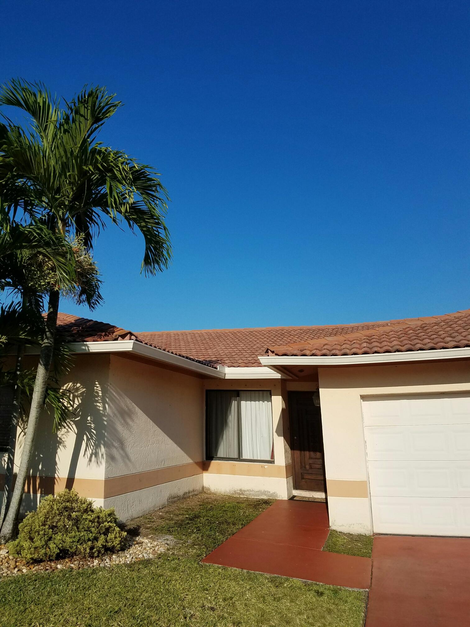 Miami, FL - Tile roof repair estimate in Miami