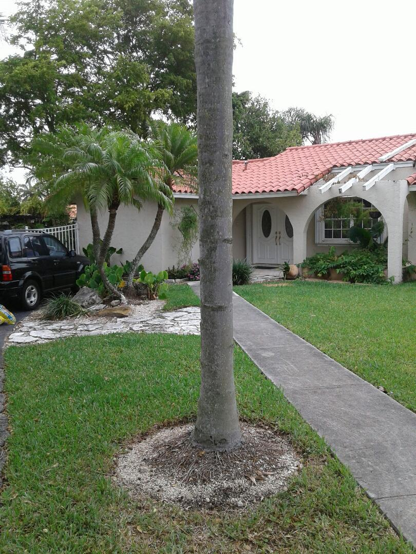 Miami, FL - Facial repair in the city of Miami Florida this repair is being done by Earl W Johnston roofing company Tony and Adam are your repair technicians for the day