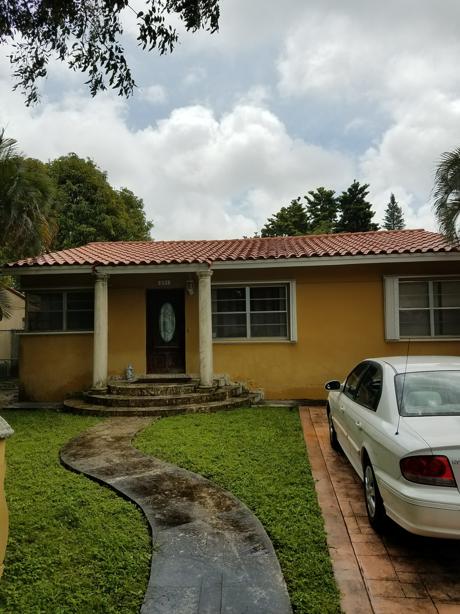 Miami Springs, FL - Flat roof repair estimate in Miami Springs