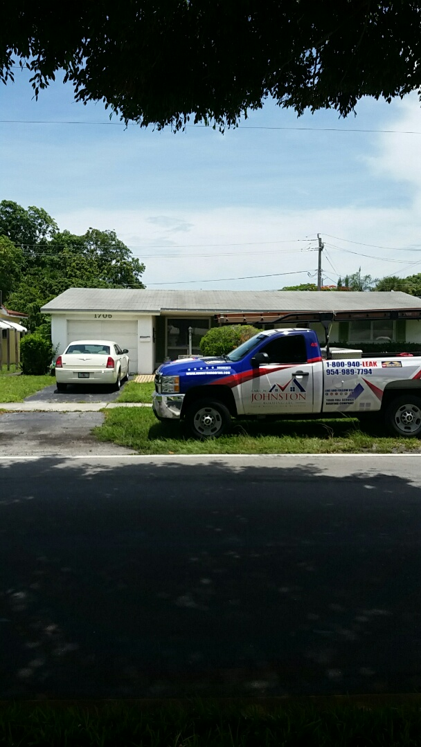 Hollywood, FL - Estimating a shingle roof replacement or repair