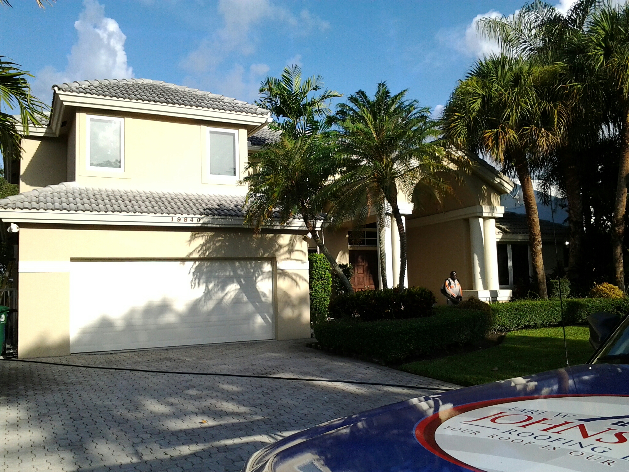 Miami, FL - Brandon and Gary pressure cleaning Roof