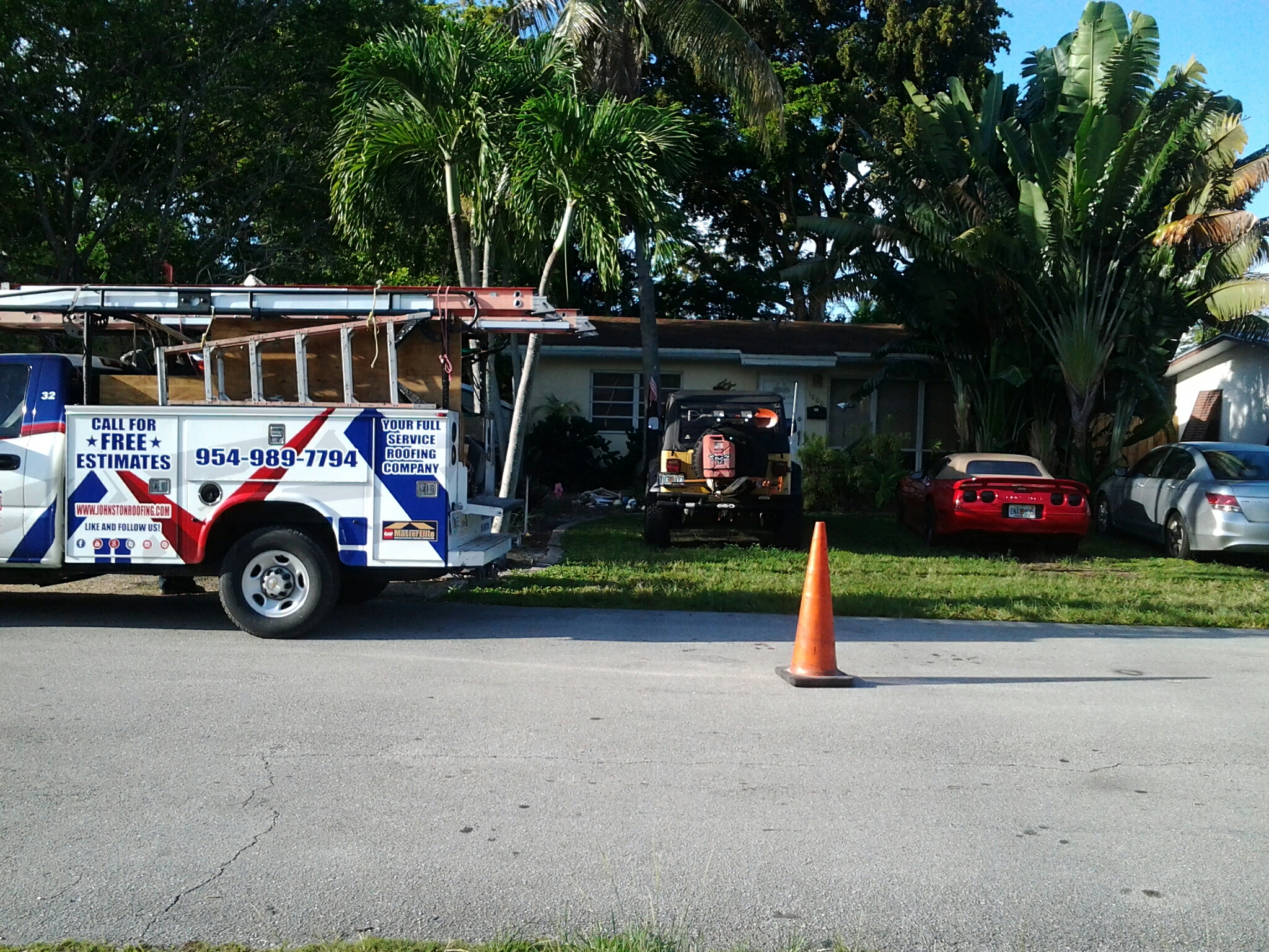 Tile roof repair in the city of fort Lauderdale fl this repair is being done by Earl w Johnston roofing company Jos? end Duane are you repair technicians