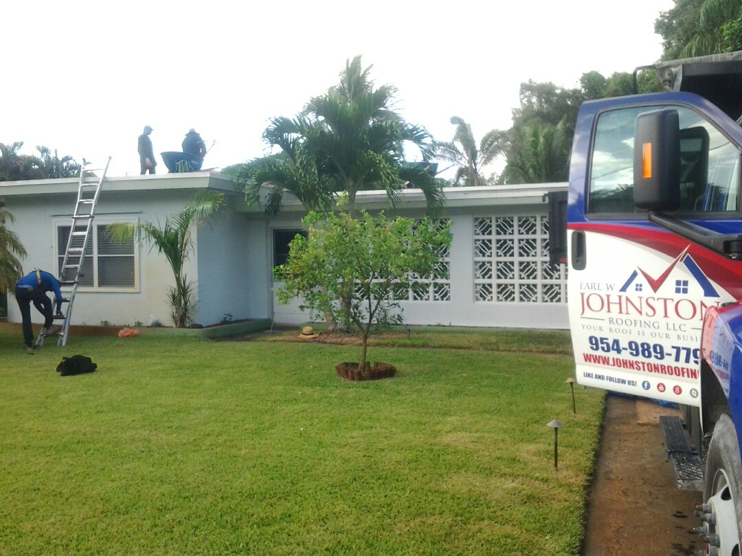 Fort Lauderdale, FL - Starting a 25sq flat reroof in Fort Lauderdale, by Earl W. JOHNSTON ROOFING.