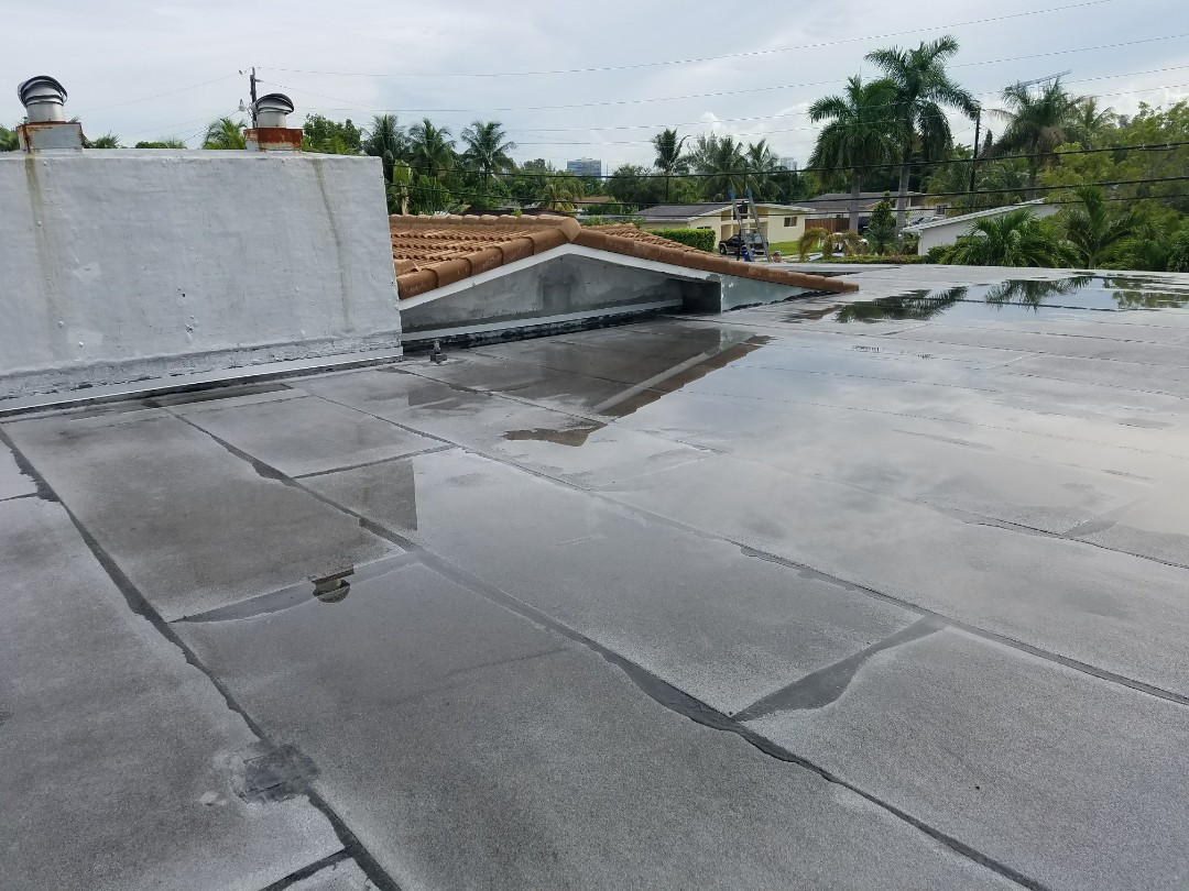 Miami, FL - Flat reroof estimate in North Miami, FL