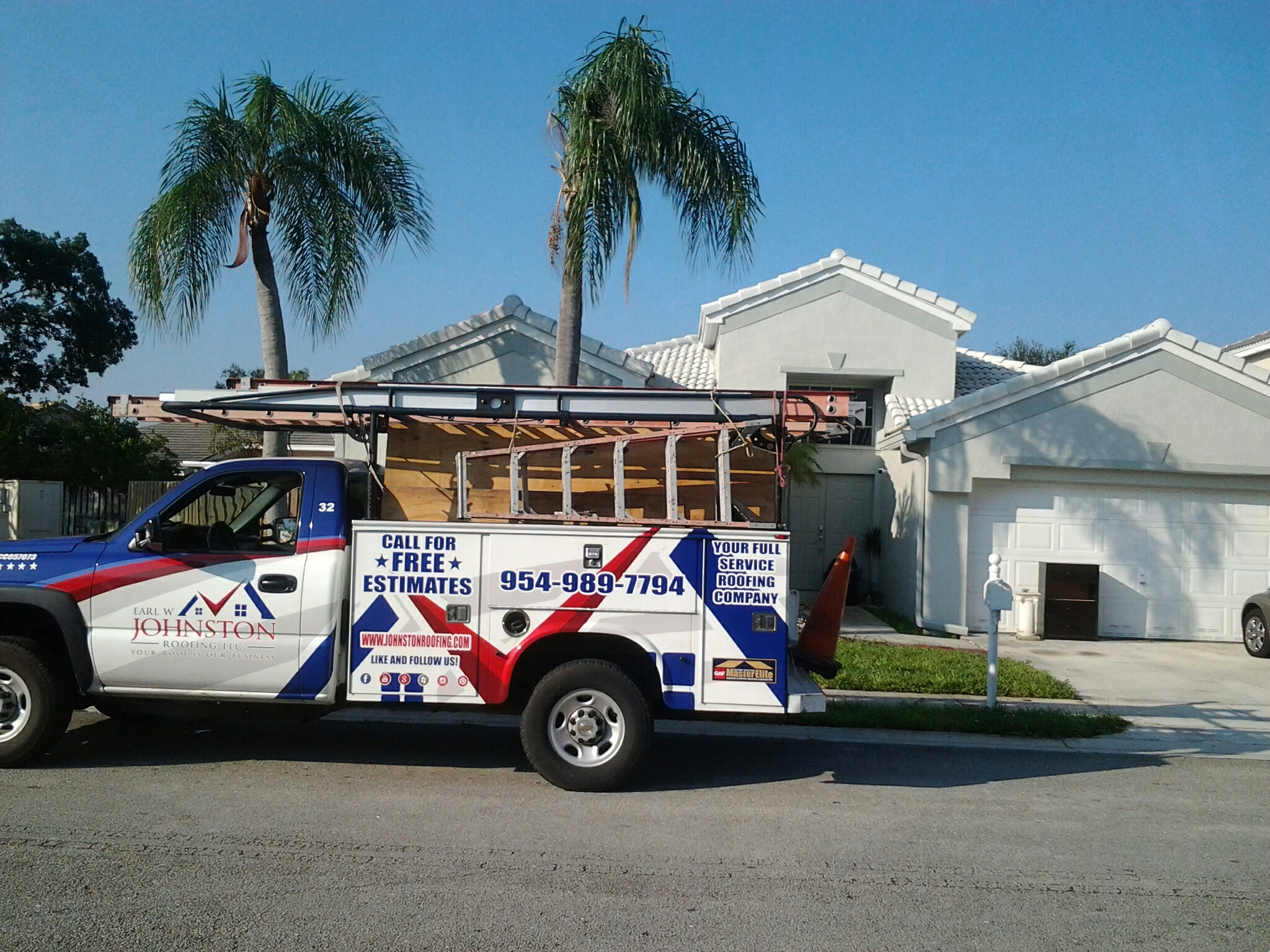 Hollywood, FL - Tile roof repair in the city of pembokre pines fl this repair is being done by Earl w Johnston roofing company Jos? end Duane are you repair technicians