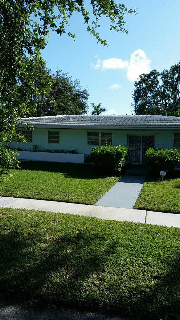 Miami Shores, FL - Estimating a roof cleaning for mildew