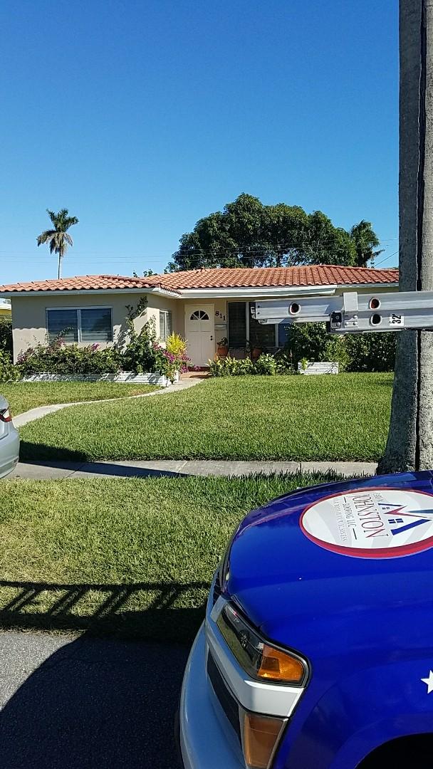 Hollywood, FL - Flat roof repair estimate by Earl Johnston Roofing